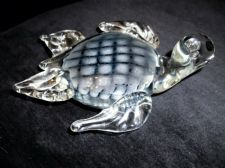 LOVELY ART GLASS PAPERWEIGHT IN SHAPE OF TURTLE BLUE GREY CHECK BUBBLE BODY 317g